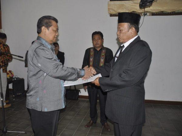 Penyerahan SK PLT Rektor